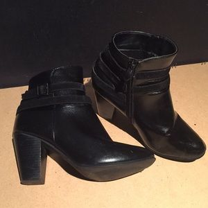 D'Lish Black Buckled/Zipper Boots